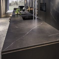 Natural and high-gloss polished finishings in Gris and Negro colours inspired by natural stone. Kitchen Benchtops, Kitchen Flooring, Kitchen Interior, Kitchen Design, Cladding Materials, Island Bench, Old Kitchen, Wall And Floor Tiles, Cuisines Design