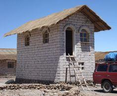 Hut made entirely of salt bricks in Unyuni, Bolivia. Bolivia, Bricks, Life Is Good, Theatre, Cabin, House Styles, Inspiration, Home Decor, Theater