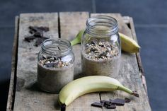 Lav overnight oats inden du går i seng og det eneste du skal gøre om morgenen er at tage den ud af køleskabet. Sund og lækker morgenmad
