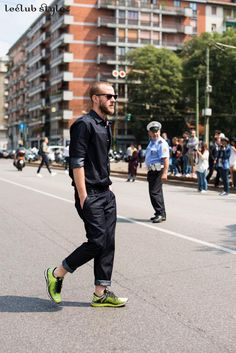 Inspiring outfits spotted from the most stylish men during international fashion shows. Get inspiration from the best men's street style looks on the street.