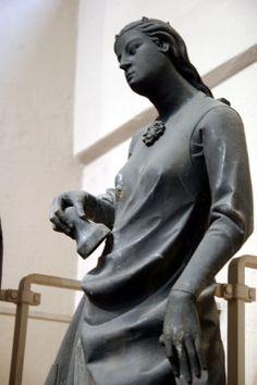 Women's 13th century clothing. Sculptures from Notre Dame de Strasbourg, 1250, Louvre.