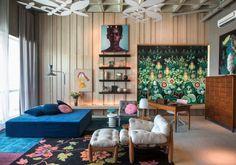 sala casa cor parede de madeira natural ripas verticais