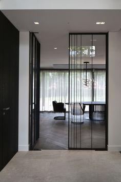 houten vloer en keramische tegels Ramen, Flooring, Divider, Room, Furniture, Home Decor, Style, Bedroom, Swag