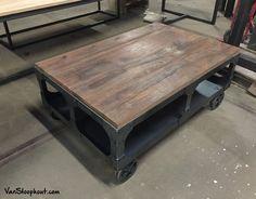 Robuuste, industriële salontafel met een onderstel uit staal gesneden (laser) en een tafelblad gemaakt van ons nieuwe houtsoort Vintage Oak Dark. Verkrijgbaar bij VanSloophout.com. #eiken #grof #sloophout #staal #stoer