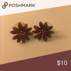 Pink floral post earrings Great condition Jewelry Earrings