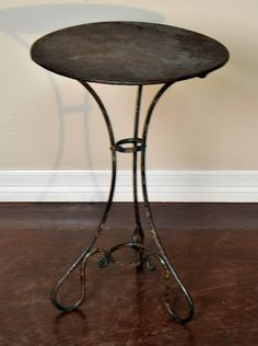Charmant Antique French Garden Table