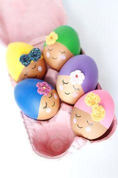 "DIY de Pâques : quand les oeufs se jettent à l'eau • Idée Déco de Pâques • DIY Oeufs de Pâques / Easter DIY idea • Easter egg decoration •  (Inspired by the ""Pool Party Eggs"" tutorial on Handmade Charlotte's blog"")"