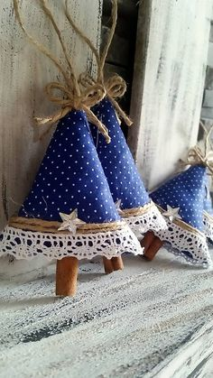 For some christmas ornaments or some hand craft, we have so many idea to give it to you. Tree Crafts, Christmas Projects, Holiday Crafts, Diy Crafts, Christmas Ideas, Holiday Decor, Christmas Sewing, Felt Christmas, Homemade Christmas