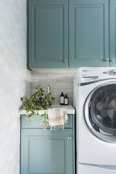 Teal laundry room cabinets with marble backsplash Laundry Room Ideas - Laundry Room Decor - Laundry Room Remodel - Blue Cabinets - Green Cabinets Teal Laundry Rooms, Laundry Cabinets, Laundry Room Remodel, Laundry Room Cabinets, Farmhouse Laundry Room, Laundry Room Storage, Laundry Room Design, Diy Cabinets, Laundry Room Layouts