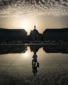 Coucher de soleil au Miroir d'eau. Bordeaux. Aquitaine.
