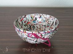 The Chilly Dog: Craft Challenge Tutorial: Paper Bowl Recycled Magazine Crafts, Recycled Paper Crafts, Recycled Magazines, Newspaper Crafts, Handmade Crafts, Handmade Rugs, Paper Mache Diy, Paper Mache Bowls, Paper Bowls
