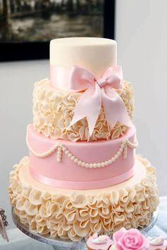 Ruffle Cake Tutorial - Мастер-классы по украшению тортов Cake Decorating Tutorials (How To's) Tortas Paso a Paso Pretty Cakes, Cute Cakes, Beautiful Cakes, Amazing Cakes, Cake Decorating Techniques, Cake Decorating Tutorials, Decorating Ideas, Fondant Cakes, Cupcake Cakes
