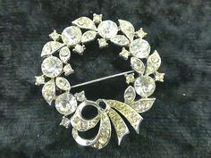 Vintage Signed Lisner Crystal Rhinestone Holiday Christmas Wreath Brooch Pin R | eBay