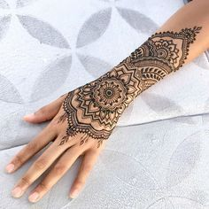 Melbourne Henna provides creative Mehendi and Henna Tattoos art for our customer. Choose your Henna mehndi design and temporary tattoo we will make it. Henna Tattoo Hand, Henna Tattoos, Henna Tattoo Muster, Henna Inspired Tattoos, Tattoo L, Arm Band Tattoo, Symbols Tattoos, Girl Tattoos, Henna Tattoo Wrist