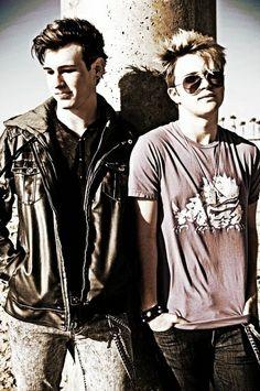 hunter and dalton from Fly Away Hero Dalton Rappatoni, Im5, Flies Away, Hero 3, New Bands, American Idol, Hot Guys, Fandoms, Spicy