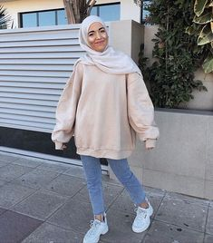 Pregnancy Workout No Equipment - - - - Boho Pregnancy Style - Pregnancy Dos And Donts Exercise Street Hijab Fashion, Muslim Fashion, Teen Fashion Outfits, Outfits For Teens, Casual Hijab Outfit, Casual Outfits, Modest Outfits Muslim, Modele Hijab, Hijab Fashion Inspiration