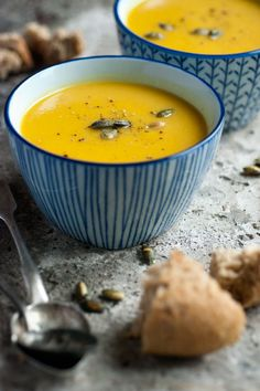 "Raw Food Recipes: Cacao Cookies Pumpkin Coconut Soup Jicama salad with peanut curry sauce (raw food) Raw Banana ""Cream"" Parfaits with Salted. Pumpkin Coconut Soup, Pumpkin Soup, Pumpkin Recipes, Soup Recipes, Cooking Recipes, Healthy Recipes, Healthy Foods, Cooking Tips, Vino Y Chocolate"