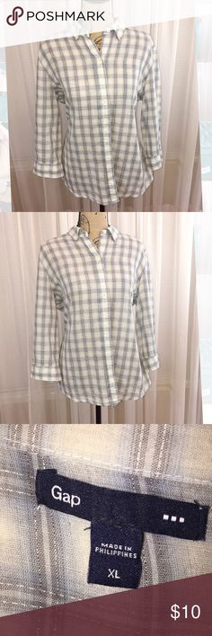 GAP plaid buttonup Lightweight cotton button up with metallic detail in pattern. GAP Tops
