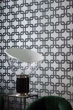 Space-age retro design in silver-grey and black-brown - the joined squares boast a tactile flocking finish and pop out from the shimmering background. This creates both 3D depth as well as a fascinating haptic feel. Enjoy its vintage charm with all your senses! #interiorideas#wallcovering #wallcovering#homeinspiration