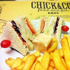 Prova superata!!!! Gli assaggiatori ufficiali del #chickenco hanno approvato i club sandwich di pollo per una super festa della donna!!! by Chick, via Flickr