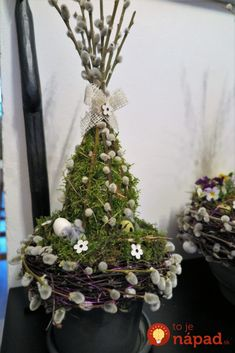 Easter decoration with natural materials- Osterdeko mit Naturmaterialien Easter decoration with natural materials - Easter Wreaths, Christmas Wreaths, Diy Spring Wreath, Original Design, Easter Table Decorations, Easter Holidays, Deco Table, Flower Boxes, Easter Crafts