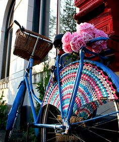 Crocheted dress guards that attach to bicycle fenders to keep your skirt out of your spokes. | #CrochetSpokes.