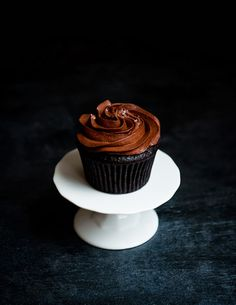 These dark chocolate cupcakes with earl grey frosting are a simple must for all cupcake enthusiasts. You wont believe how easy they are to make