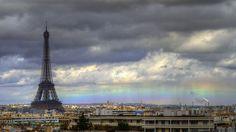 ありきたりの毎日の中で突然こんな虹が窓の外に見えたら、大人も子供も一緒に声をあげてはしゃいでしまうことでしょう。空には虹、地上にはたくさんの...