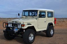 The Out-of-towner - Toyota Land Cruiser Toyota 4x4, Toyota Trucks, Land Cruiser 4x4, Toyota Cruiser, Classic Trucks, Classic Cars, Carros Toyota, Tacoma Truck, Land Rover