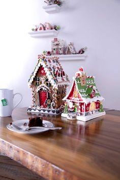 My aim this year ,gingerbread house heaven x Gingerbread House Parties, Gingerbread Decorations, Christmas Gingerbread House, Christmas Sweets, Noel Christmas, Christmas Goodies, Christmas Baking, Gingerbread Cookies, Christmas Crafts