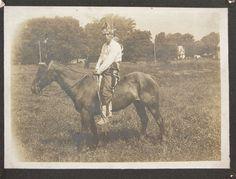 1900 NATIVE AMERICAN OJIBWA / CHIPPAWA INDIAN ON HORSEBACK CABINET CARD PHOTO #1