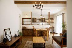 カフェスタイルのLDK. 温かみのあるナチュラルでやさしい雰囲気のYさん家。 Asian House, Space Interiors, Japanese House, Home Furnishings, Sweet Home, Dining Room, House Design, Kitchen, Table
