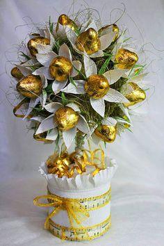 Candy Bouquet Diy, Bouquet Box, Valentine Bouquet, Diy Bouquet, Bouquets, Candy Flowers, Diy Flowers, Paper Flowers, Chocolate Flowers Bouquet