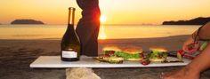 Une recette en direct d'une des plus belles plages du Costa Rica! Au menu : poissons, fruits et vin blanc... #puravida #jpchenet #tidifoodie Costa Rica, Nature, Menu, Ethnic Recipes, Painting, Food, Nice Beach, White Wine, Beaches