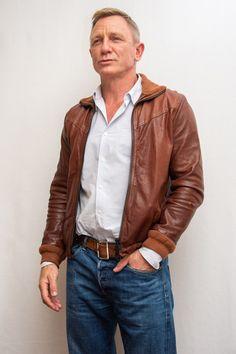 Daniel Craig Suit, Daniel Craig Style, Daniel Craig James Bond, Rachel Weisz, Daniel Graig, James Bond Style, Z Cam, Richard Gere, Double Denim