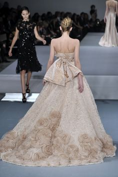 How amazing is the train on this Elie Saab gown?
