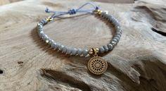 Armbänder - Perlen Armband grau mit Boho Mandala gold - ein Designerstück von saniLou bei DaWanda