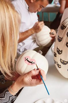 Halloween inspo: No-carve pumpkin painting tips Halloween inspo: No-carve pumpkin painting tips Think. The post Halloween inspo: No-carve pumpkin painting tips appeared first on Halloween Pumpkins. Spooky Halloween, Halloween Inspo, Fete Halloween, Halloween House, Holidays Halloween, Halloween Crafts, Happy Halloween, Halloween Decorations, Pumkin Decoration