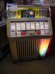 File:Seeburg Model 1004 juke box.jpg - Wikimedia Commons