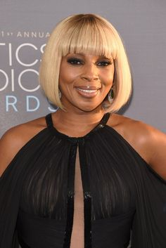 Pin for Later: Stop and Stare at the Most Beautiful Hair and Makeup at the Critics' Choice Awards Mary J. Blige Mary brought the drama with hazy eye shadow and a blunt blonde fringe. Blonde Fringe, Blonde Bangs, Blonde Hair Examples, Critic Choice Awards, Critics Choice, Butter Blonde Hair, Mary J, Golden Blonde, Famous Women
