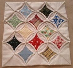 Jo's joy of making: Cathedral Window Quilt - tutorial Cathedral Window Patchwork, Cathedral Window Quilts, Cathedral Windows, Quilting Tutorials, Quilting Projects, Quilting Designs, Quilting Ideas, Sewing Projects, Crochet Furniture