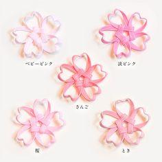 季節感たっぷりの桜の箸置きです。テーブルに花が咲いたように春の気分を味わえます。 立体的に作られており、季節を味わう和のインテリア小物として、お部屋に飾るのもおすすめです。 少しずつピンクの色味が違うので、たくさん並べると美しいピンクのグラデーションを楽しめます。52 Cute Crafts, Yarn Crafts, Diy And Crafts, Crafts For Kids, Arts And Crafts, Ribbon Jewelry, Best Mothers Day Gifts, Craft Work, Handmade Accessories