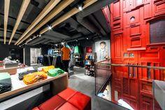 Puma store by Plajer & Franz Studio, Amsterdam Amsterdam, Shop Interior Design, Retail Design, Store Design, Visual Merchandising, Puma Shop, Modern Store, Cafe Restaurant, Restaurant Interiors