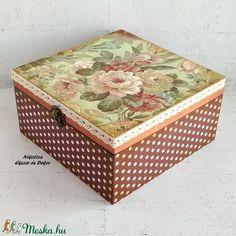 Zöld alapon rózsás ékszertartó, teafiltertartó doboz (NikoLizaDekor) - Meska.hu Decoupage, Decorative Boxes, Monogram, Diy, Vintage, Home Decor, Crates, Wood, Monogram Tote