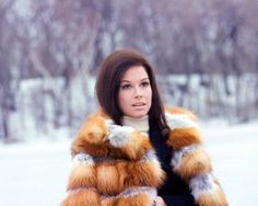 Mary in an awesome fur | Mary Tyler Moore