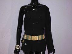 Blusa negra con pliegues �23.90