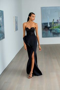 Badgley Mischka Pre-Fall 2019 Fashion Show Collection: See the complete Badgley Mischka Pre-Fall 2019 collection. Look 17 Embellished Jumpsuit, Vestidos Fashion, Drape Gowns, Strapless Dress Formal, Formal Dresses, Costume, Lace Bodice, Badgley Mischka, Mannequins
