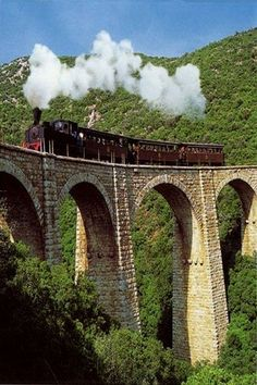 Greece Travel Inspiration - The Train of Pelion (Moutzouris), Magnesia, Greece Meteora Klöster, Beautiful Islands, Beautiful Places, Myconos, Places In Greece, Greek Beauty, By Train, Thessaloniki, Train Travel