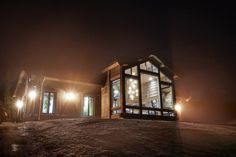 no Modern Cabin Interior, Modern Lodge, Architectural Design Studio, Architecture Design, Lodge Style, Cabin Interiors, Cozy Living, Future House, Real Estate