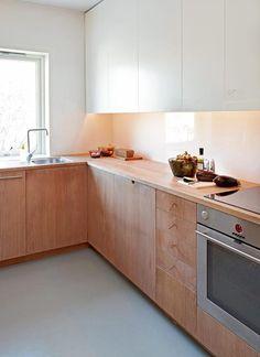 white and wooden kitchen cabinets   PLAZA Interiör   Foto: Sveinung Bråthem